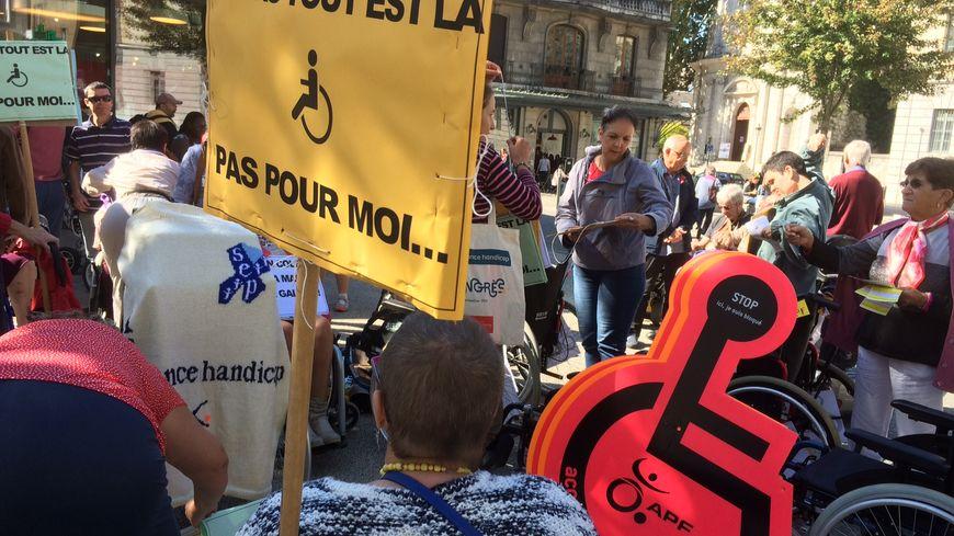 Une cinquantaine de personnes a participé au rassemblement de France Handicap à Chambéry, Savoie