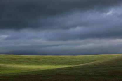 Depuis les années 40 certains industriels envoient des produits chimiques dans les nuages pour précipiter la pluie...