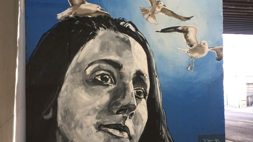l'oeuvre de street art sous le pont de Fabron, par l'artiste Nicola Schmid