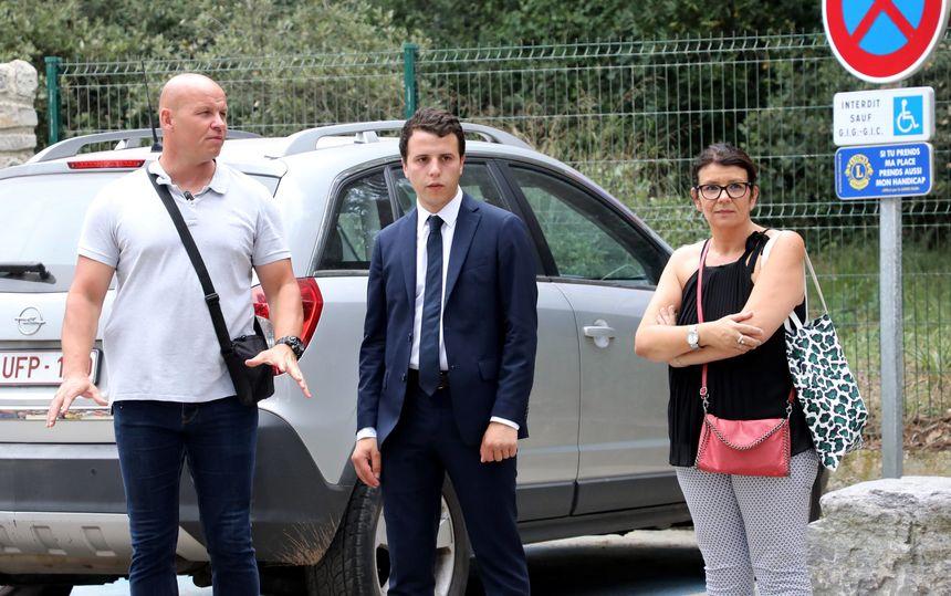 Jean Gaborit (en costume) devant le fort de Brégançon, dans le Var, le 3 août 2018, avant la rencontre Emmanuel Macron / Theresa May