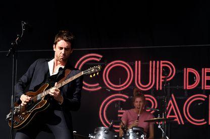 Miles Kane, chanteur et musicien de musicien de rock indépendant, sur la scène du RiZE Festival à Chelmsford, Royaume-Uni (août 2018)