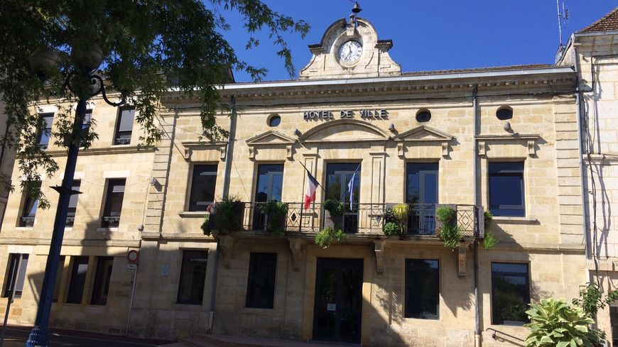 la mairie de Montpon Ménesterol