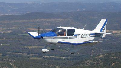 L'avion est un appareil de type Robin DR 400 comme celui-ci.