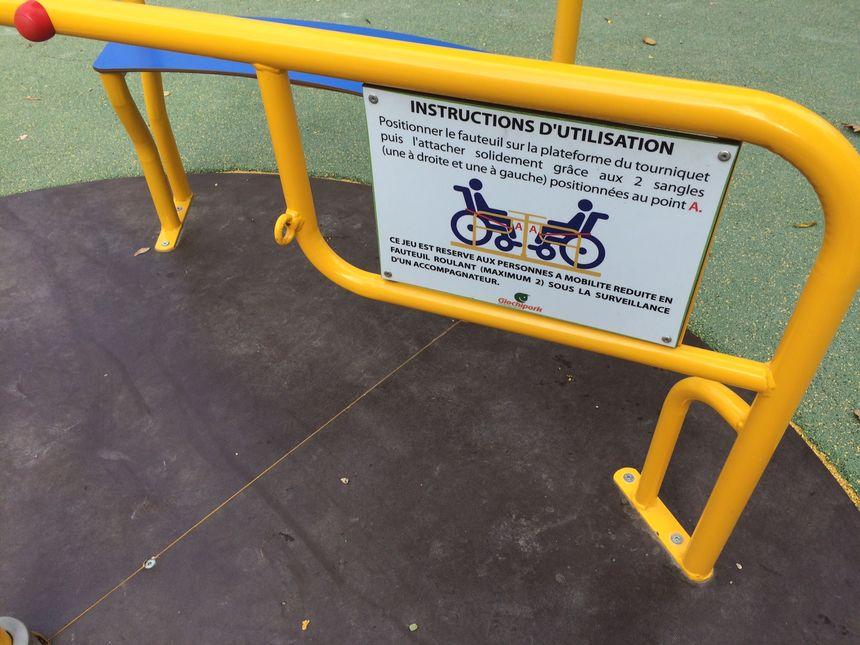 Les jeux sont adaptés à tous, y compris aux enfants en fauteuil roulant