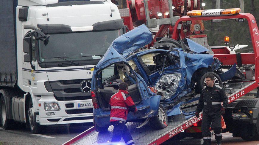 Sous la violence du choc, le conducteur de la voiture, un jeune originaire de Vallerois-Lorioz, a été tué sur le coup. Photo d'illustration.
