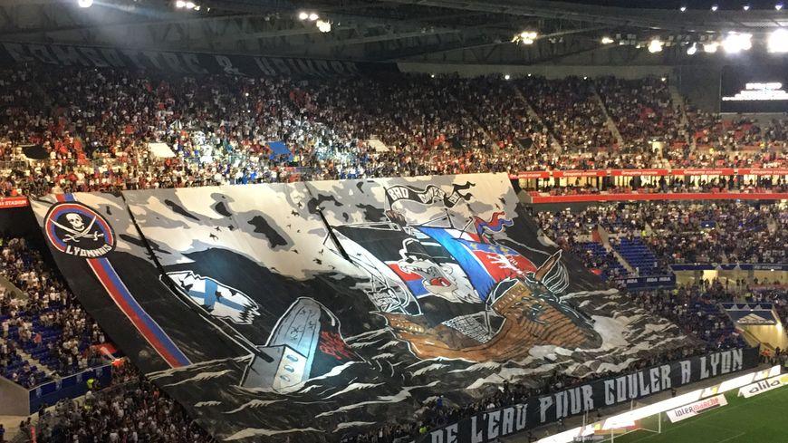 Un tifo des supporters lyonnais avant Lyon / OM (4-2) ce dimanche