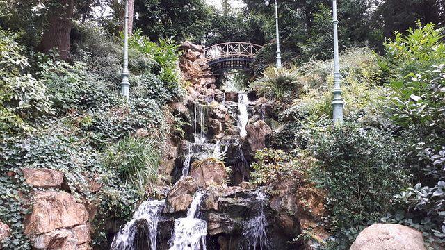 La cascade japonaise du parc du thabor