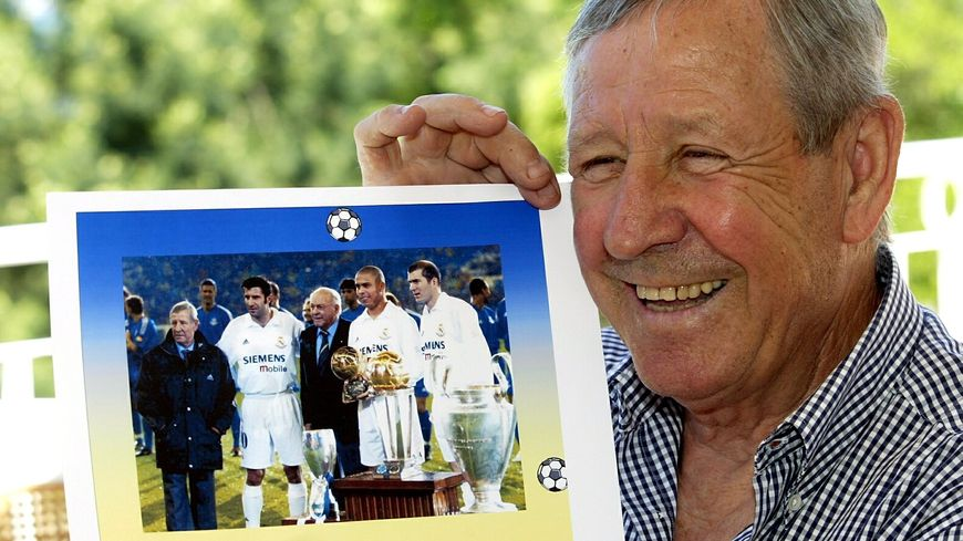Raymond Kopa fut le premier Français a recevoir le Ballon d'Or. C'était il y a 60 ans, en 1958.