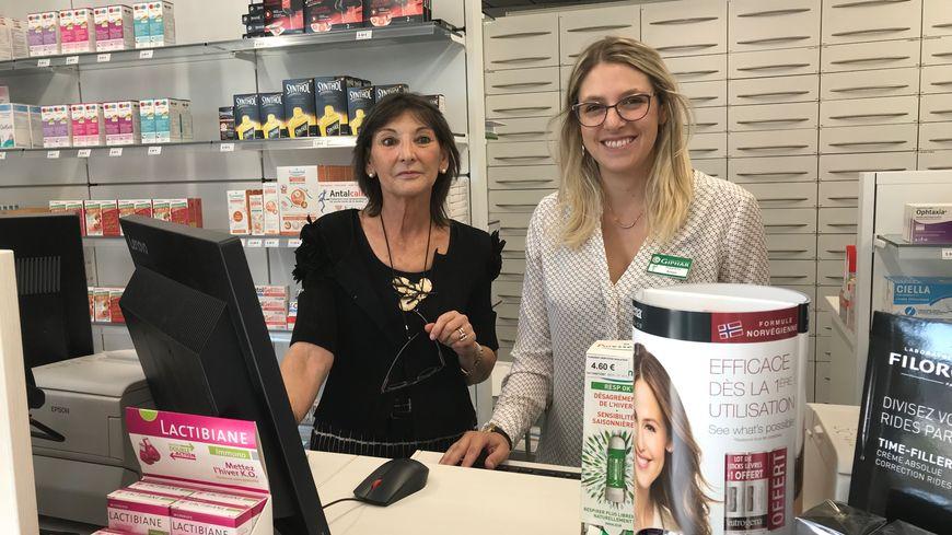 Françoise Coll et Roxane, la propriétaire et la préparatrice de la pharmacie des banquets peuvent retravailler depuis une semaine