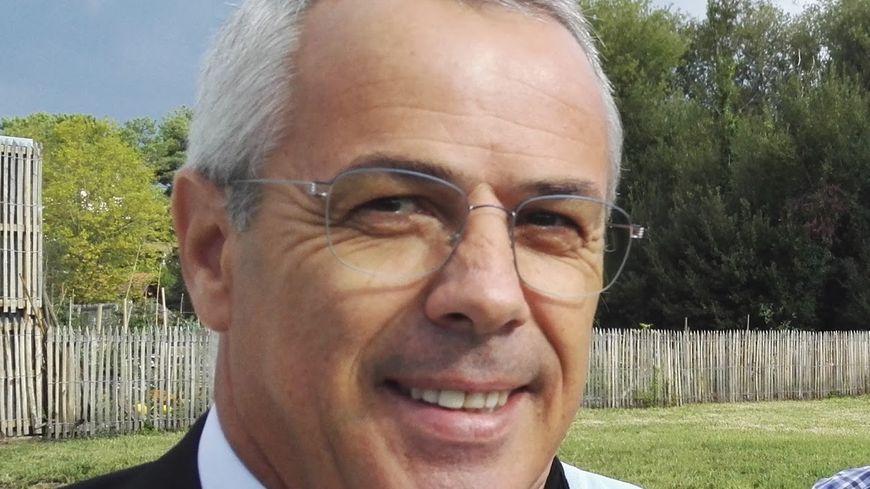 Claude Olive candidat à la présidence de LR 64