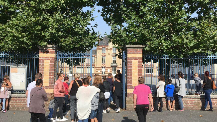 Devant l'école Cahan Lhermitte, les parents n'ont plus le droit de fumer en attendant leurs enfants.