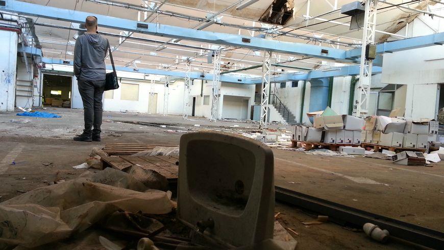 L'atelier à l'abandon de l'usine de cartonnage de Valréas