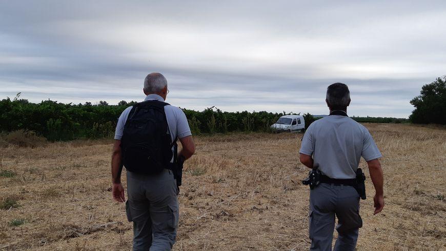 Par binôme, les agents de l'Office national de la chasse et de la faune sauvage contrôlent les chasseurs.