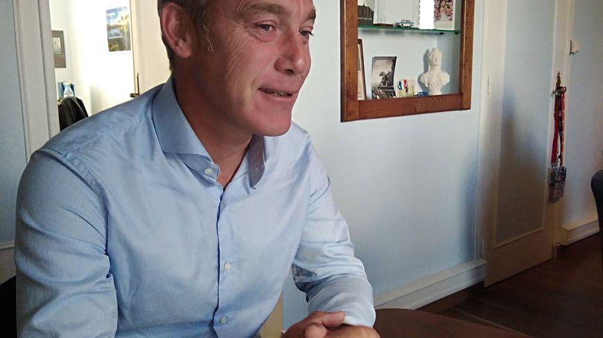 Le député de la 3e circonscription de la Manche, Grégory Galbadon