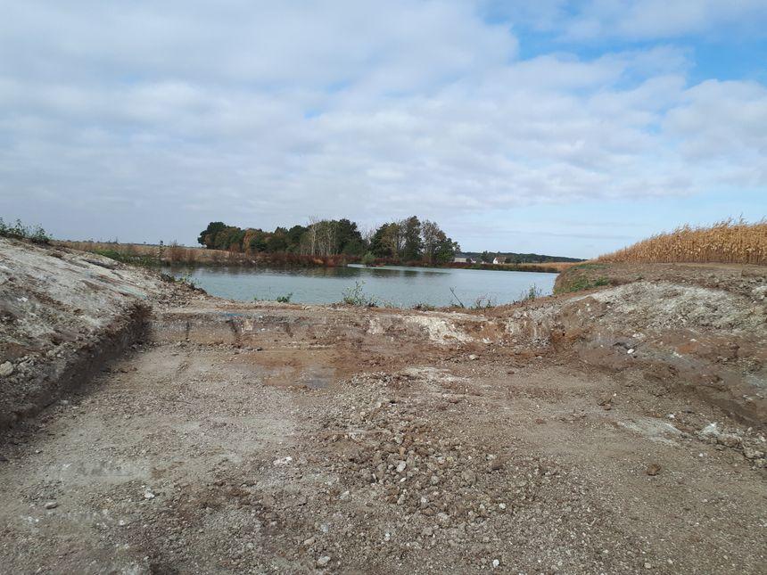 L'eau de la Retrêve est censée terminer sa course dans cet étang