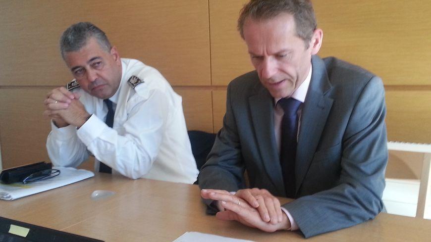 Le procureur de la République de Besançon Etienne Manteaux et le directeur départemental de la sécurité publique Benoît Desferet.