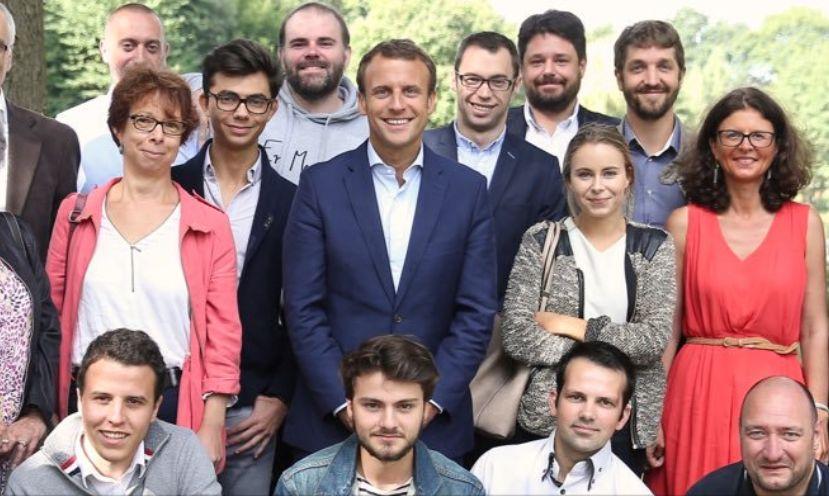 Jean Gaborit (en bas à gauche) au moment de la rencontre organisée entre des militants en Marche et Emmanuel Macron, le 20 août 2016, en Vendée (capture d'écran du compte Twitter de Morgan Corbières)