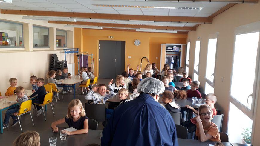 Une cinquantaine d'enfants mangent désormais tous les jours à la cantine de l'école d'Heuringhem... depuis qu'elle est bio