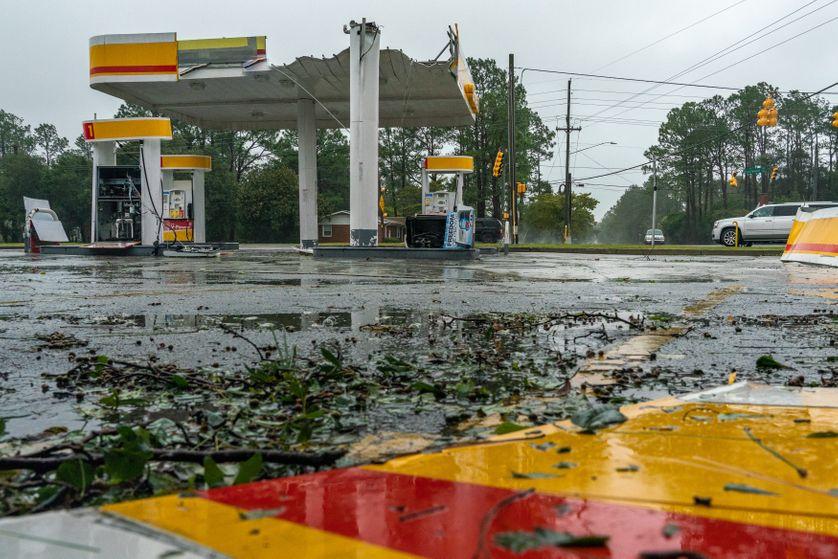 Le toit de cette station-service a été arraché lors du passage de l'ouragan Florence, Caroline du Nord, 14 septembre 2018