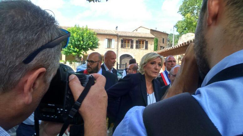 Marine Le Pen a dénoncé à Châteaudouble l'accueil de 72 migrants