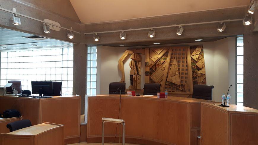 Une salle d 'audience dans le tribunal de Clermont-Ferrand