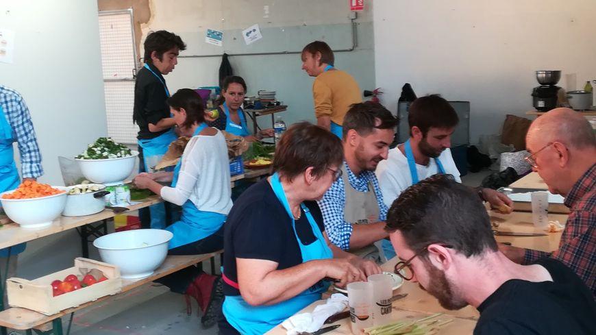 Une dizaine de participants sont venus cuisiner lors de la première Petite cantine éphémère à la Manufacture de Strasbourg le 16 septembre 2018.