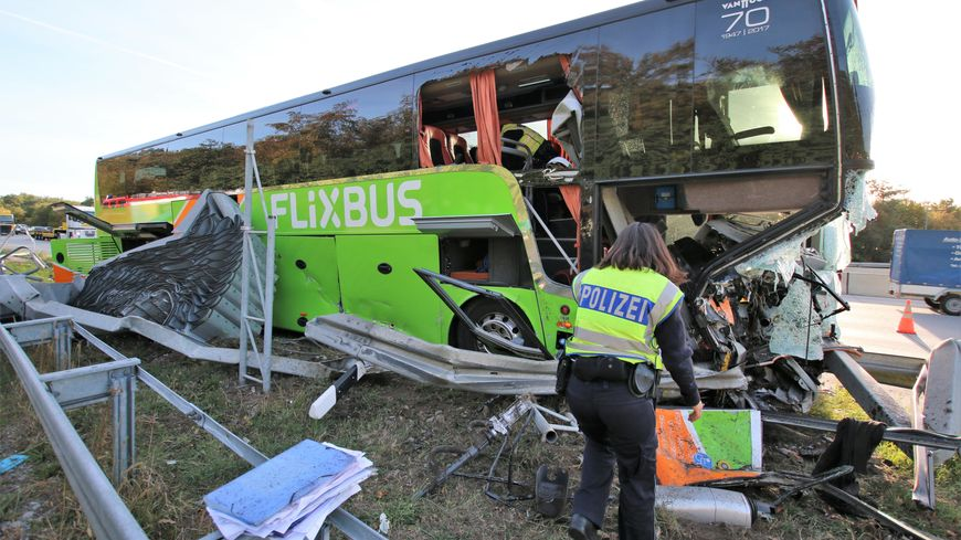 Accident de bus en Allemagne, au nord de Karlsruhe, le 29 septembre 2018