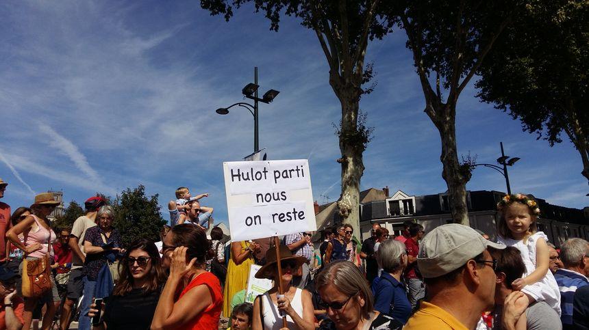 L'ancien ministre de la transition écologique Nicolas Hulot était l'objet de certaines pancartes.