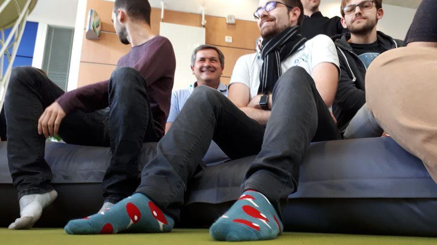 """Les chaussettes """"raquette de ping pong"""" qui ont gagné le dernier concours national de chaussettes à la Wild Code School. Bravo Mathieu !"""