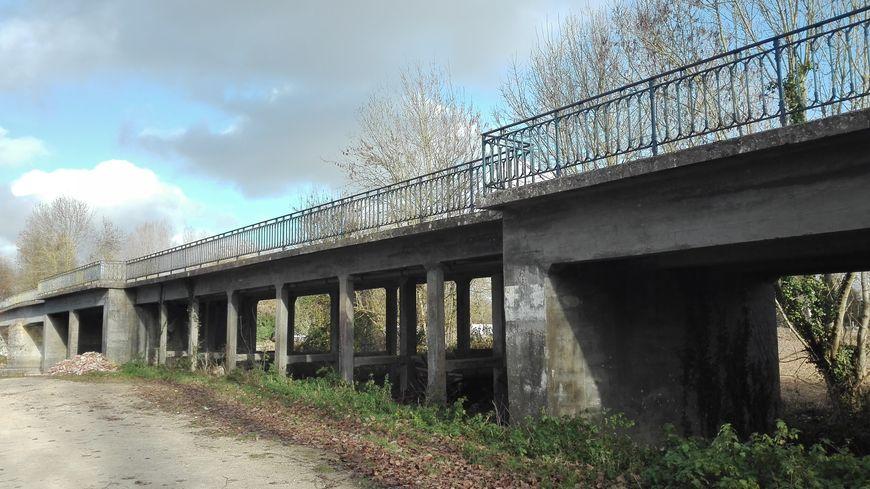 Une nouvelle phase de travaux commence au pont d'Irleau, dans le marais poitevin