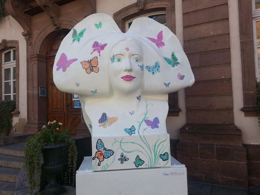 Le buste des jeunes du Conseil Municipal des Enfants