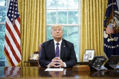 """Le livre de Bob Woodward """"Fear"""" dresse le portrait de Donald Trump à la fois inculte et colérique"""