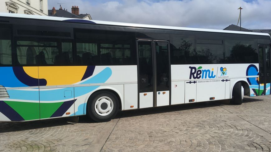 Un car du réseau de transport Rémi qui permet à des milliers de loirétains de se rendre à l'école chaque jours