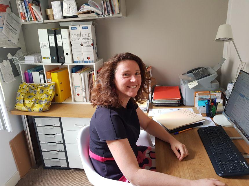Fanny Dourlet est assistante commerciale aux Ardents Editeurs