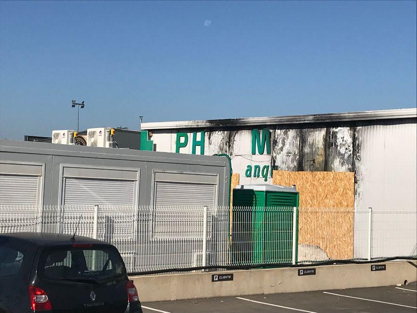 La pharmacie des banquets à Cavaillon a été entièrement détruite dans un incendie le 11 juillet 2018