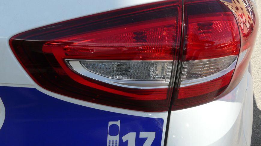 Le 17 sur une voiture de police