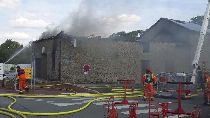 Le théâtre municipal de La Genétouze presque entièrement détruit par un incendie