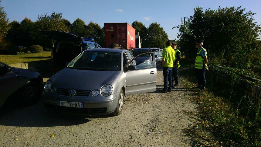 Les gendarmes ont fouillé les coffres de véhicules