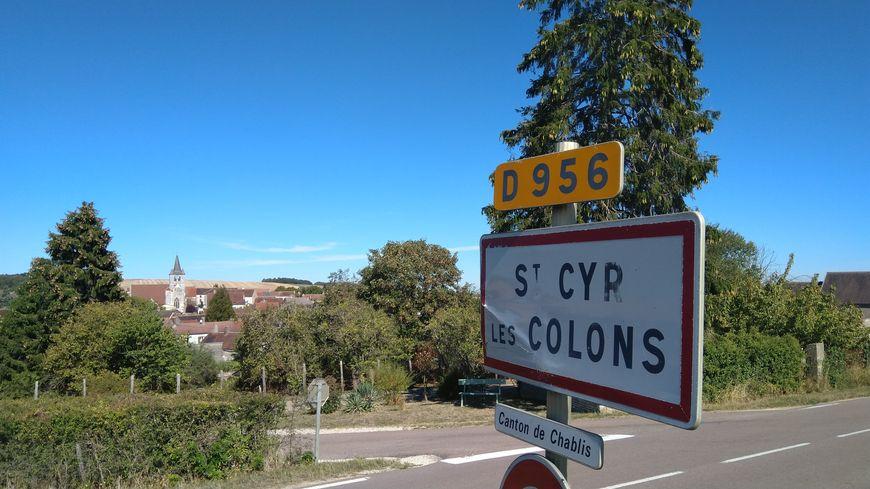 Michel Fourniret s'est installé à Saint-Cyr-Les-Colons en 1987 à sa sortie de prison. Il purgeait une peine pour des agressions sexuelles.