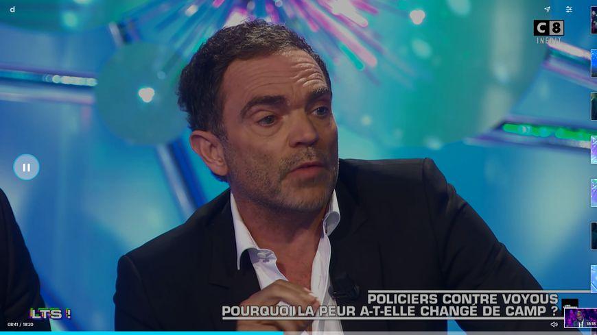 """L'écrivain Yann Moix s'en prend aux policiers dans l'émission """"Salut les terriens"""""""