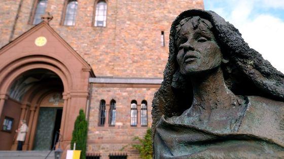 Statue de la compositrice et religieuse Hildegard von Bingen.