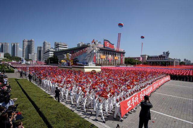 Le défilé commémore le 70e anniversaire de la création de la Corée du Nord