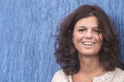 """Romancière française, Maylis de Kerangal est surtout connue pour son livre """"Réparer les vivants"""" en 2014. Elle vient de publier un nouveau roman """"Un monde à portée de main"""" aux éditions Verticales."""