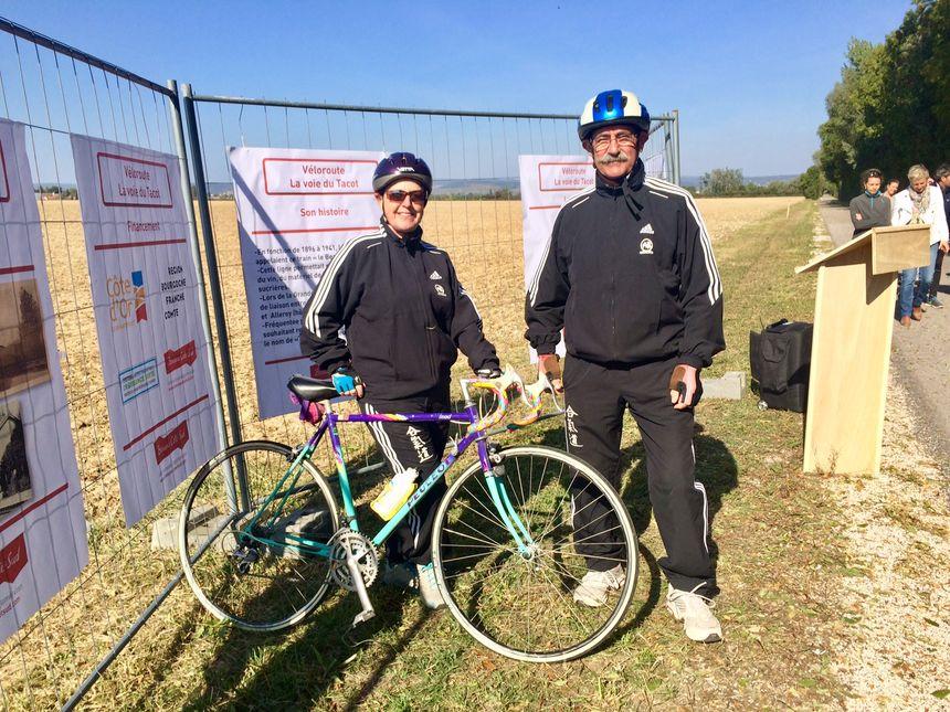 Luc et Liliane Malaisé, habitants de Sainte-Marie-la-Blanche et fans de cyclisme