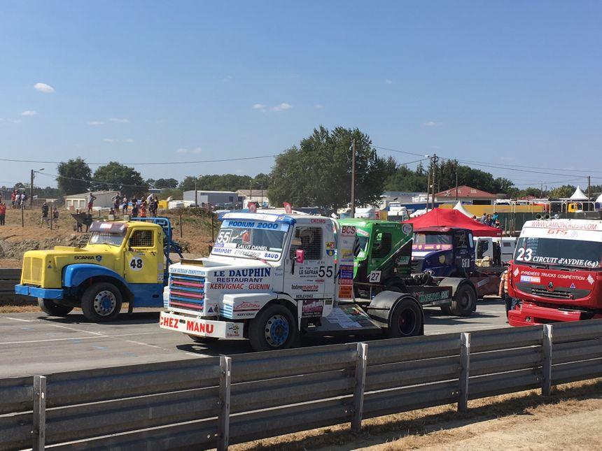 Entre bitume et poussière les pilotes de camions s'affrontent ce samedi et ce dimanche sur le circuit de Saint-Junien pour la coupe de France de Camion Cross.