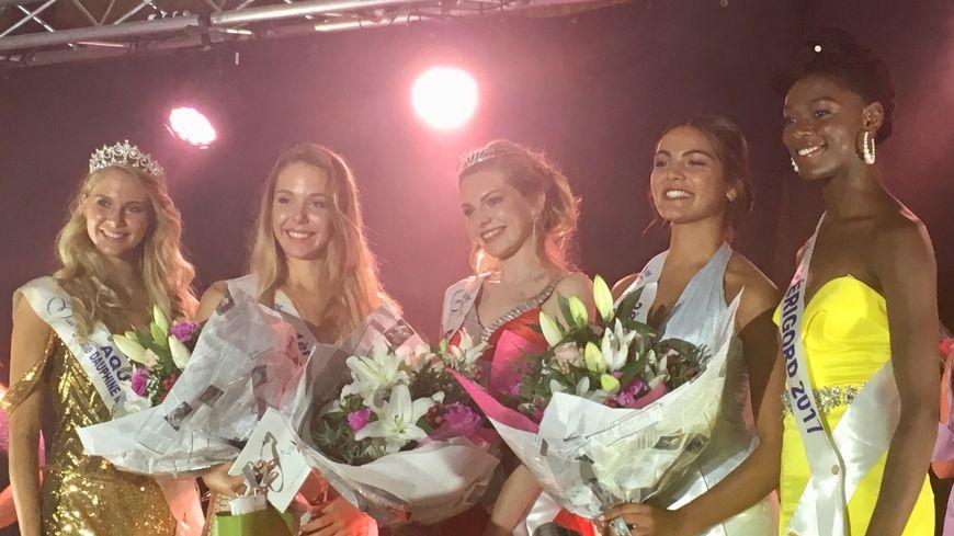 Élodie Humbert, élue Miss Périgord 2018, est entourée de ses dauphines, de Miss Périgord 2017 et de Miss Aquitaine 2017.