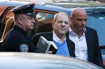 Harvey Weinstein se rendant dans le bureau de la police de New York le 25 mai 2018