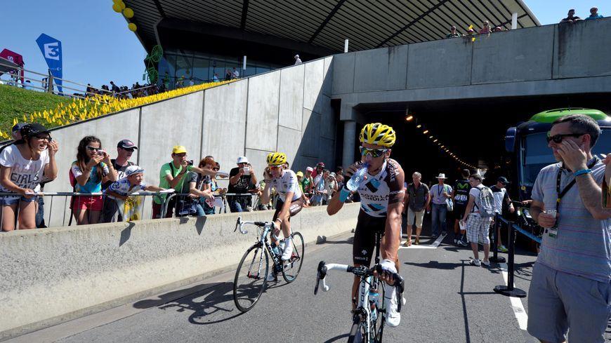 18 juillet 2014. Dernière fois que le Tour a fait étape à Saint-Étienne, direction Chamrousse.