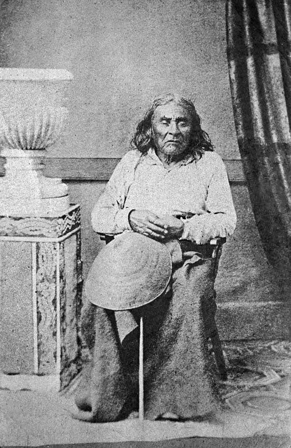 Seattle (1786-1866), chef de six tribus indiennes établies dans l'actuel État de Washington, dont les Dumawish et Suquamish (photographié en 1864).