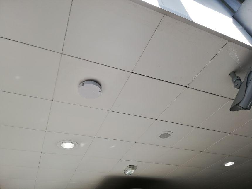 Ceci n'est pas un détecteur de fumée, mais bien une antenne 4G à la station Clémenceau